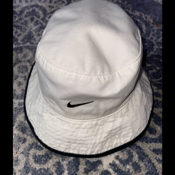 COPY - Vintage Nike reversible bucket hat